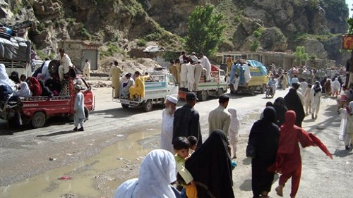 Pakistan: Half a Million Refugees as Fighting Continues in Swat