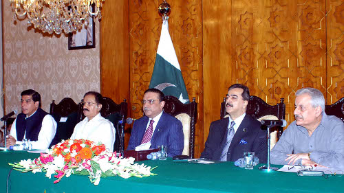 Pakistan: Zardari Vows to Democratize the Constitution