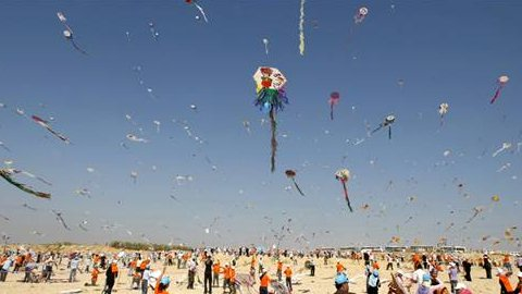 Palestinian children fly kites along the beach in Gaza on July 30, 2009 (Mohammed Abed / AFP-Getty Images)