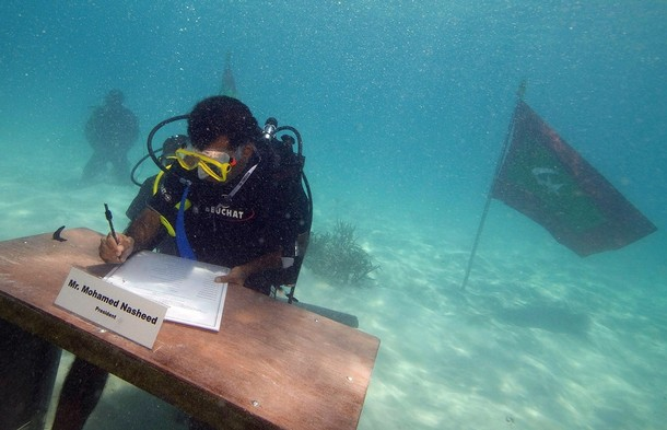 The President of Maldives, Mohammed Nasheed, signed the cabinet declaration to conclude the 30 minutes long cabinet meeting. The 42-year-old former journalist is also a certified diver.