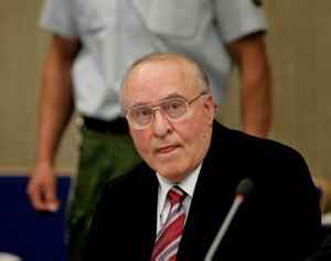 Ernst Zundel in a courtroom in Mannheim, Germany on November 8, 2005 (Michael Probst/AP)