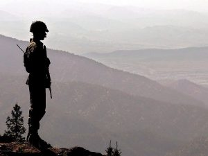 A Pakistani soldier at the Kundi Gar post in North Waziristan (Photo: EPA)