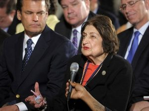 Helen Thomas asks President Barack Obama a question