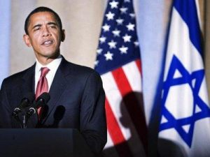 Obama before U.S. and Israeli flags