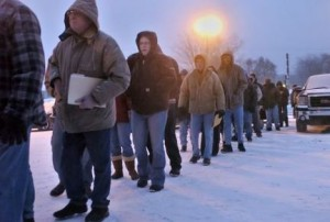Michigan residents in an unemployment line in Grand Rapids (Lori Niedenfuer Cool/Grand Rapids Press)