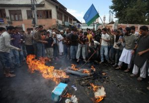 Kashmiri Protestors burned an effigy of US President barack Obama on september 13, 2010. (Getty Images)
