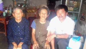 Tran Van Duc, Ha Thi Qui, and Ba Nhieu (Photo courtesy Tran Van Duc)