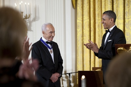 President Obama awarded Israel President Shimon Peres the Presidential Medal of Freedom on June 13, 2012 (Photo: Pete Souza/White House)