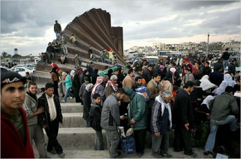 Palestinians breach the wall between the Gaza Strip and Egypt, January 23, 2008 (Kevin Frayer/AP)