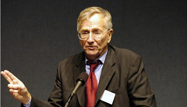 Seymour Hersh at the 2004 Letelier-Moffitt Human Rights Award (Institute for Policy Studies/Flickr)
