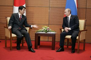 Japan Prime Minister Shinzo Abe and Russian President Vladimir Putin meet at an APEC summit in Vietnam on November 18, 2006 (The Kremlin)