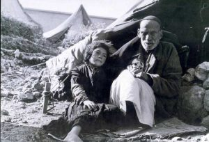An elderly man and a girl, refugees of the 1948 war (Source: Hanini.org/CC BY 3.0)