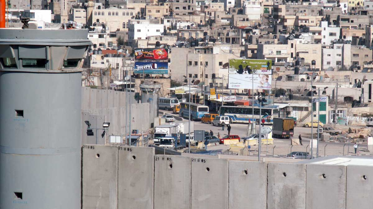 The illegally built Israeli wall in the occupied West Bank (Heinrich Böll Stiftung/CC BY-SA 2.0)