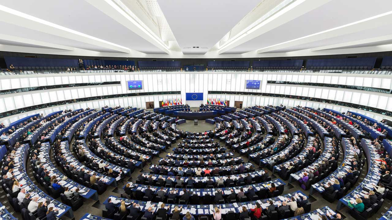 The Hemicycle of the European Parliament in Strasbourg during a plenary session in 2014 (Diliff/CC BY-SA 3.0)