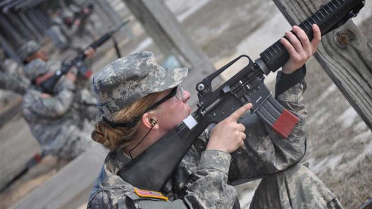 A female private in the US Army practices marksmanship at Fort Jackson (US Army/Wallace McBride)